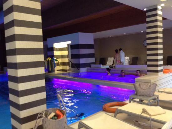 อาบาโน แตร์เม, อิตาลี: piscina interna con idromassaggi