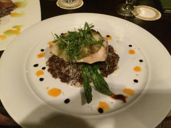 Molokini Bar & Grille: Cilantro & Macadamia Crusted Mahi Mahi