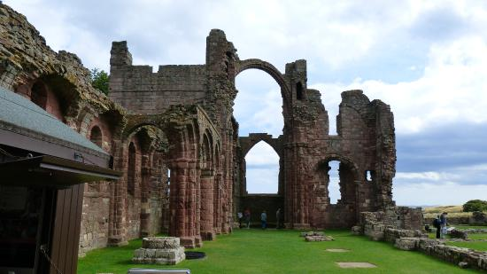 Heart of Scotland Tours: Lindisfarne Priory