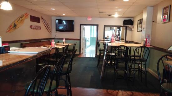 Cap'n Morgans Sports Bar & Grill: Plenty of seating for everyone