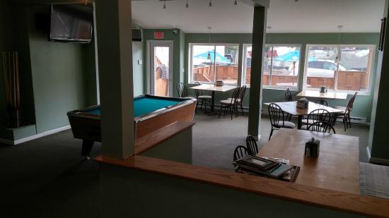 Cap'n Morgans Sports Bar & Grill : Pool table, juke box and 2 dart boards