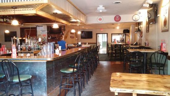 Cap'n Morgans Sports Bar & Grill : Friendly atmosphere