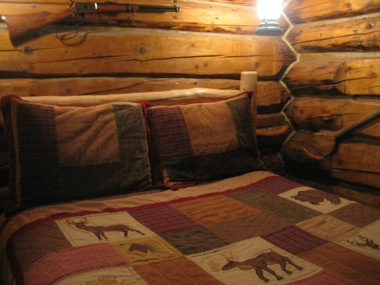 Alaska Creekside Cabins: Inside the Trapper cabin - small but magical