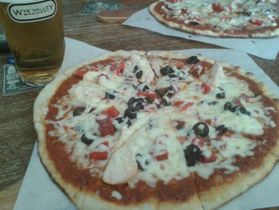 The Horseshoe Inn: Good pizza's, and range of beers. Wine too.
