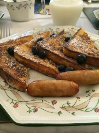 Marless House Bed & Breakfast: The famous french toast!