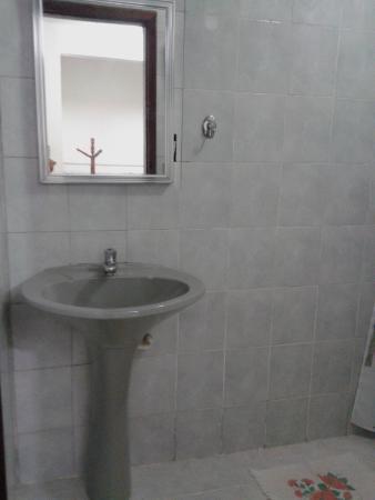 Beira Mar : banheiro limpo e simples
