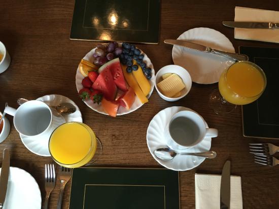 The Cloudesley: fruta variada, zumo recién hecho, té, café...