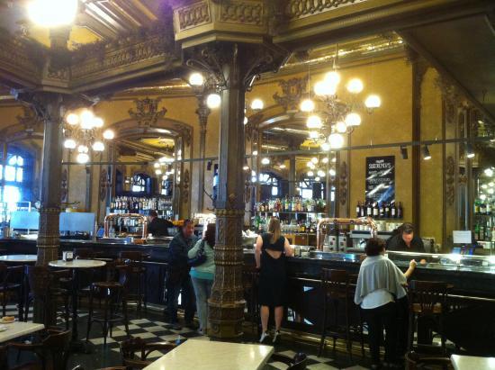 Cafe Iruna: interno