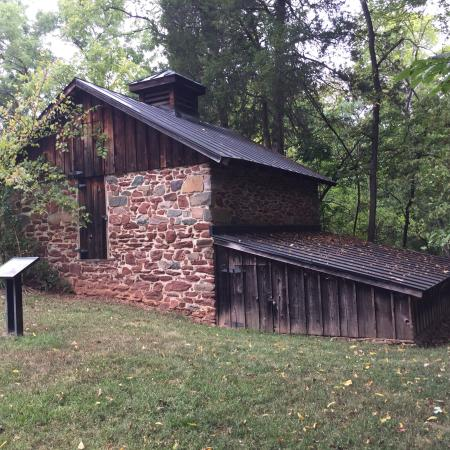 Leesburg, فيرجينيا: Red Rock historic ruins