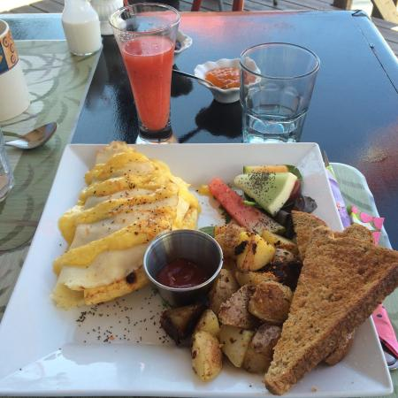The 878 Waterfront Bistro : Yum