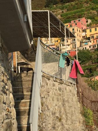 Manarolavistamare: Stair to the accomodation
