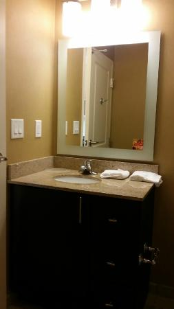 TownePlace Suites Charlotte Mooresville: Bathroom 1