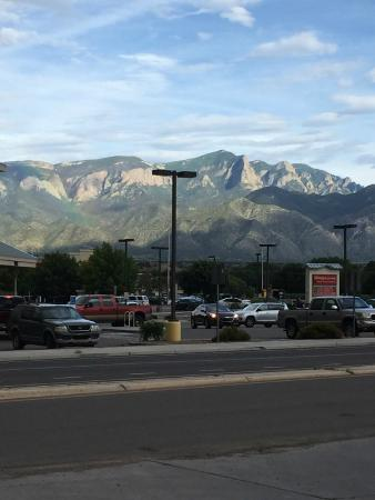 Days Inn by Wyndham Bernalillo : view from across the street of the surroundings