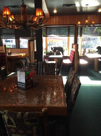 Trapper's Mountain Grill: Trapper's Restaurant Waterton, AB