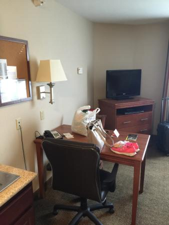Candlewood Suites South Bend Airport: Room