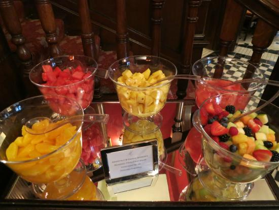 The Milestone Hotel: Fresh fruit - continental
