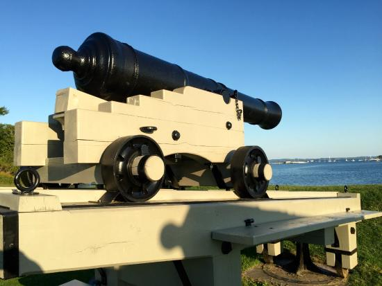 St. Andrews Blockhouse: War of 1812 canon