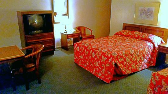 Checotah, OK: Queen Beds