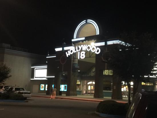 ‪Regal Cinemas Hollywood Stadium 18 Movie Theater‬