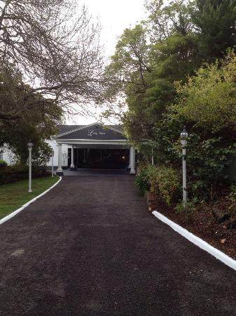 Kilsyth, Australia: Driveway to Ballroom