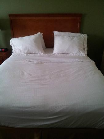 the bed shouldn't look like this after housekeeping