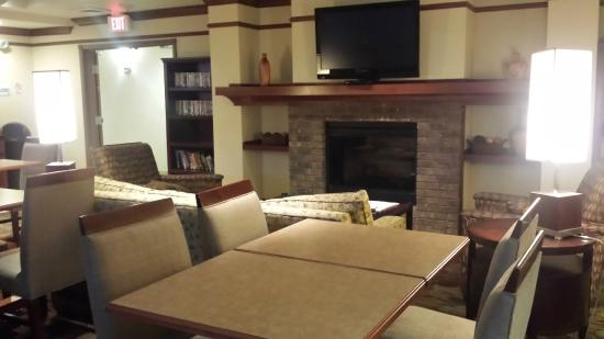 Holiday Inn Express Hotel & Suites Vancouver Portland North: BreakFast  Room Fireplace