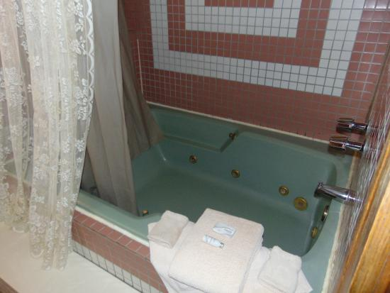 Grand Central Hotel: Big ole' jacuzzi tub!