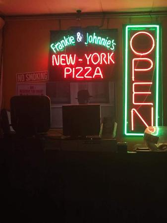 ‪Johnnie's New York Pizzeria‬