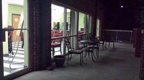 Comfort Suites Inn at Ridgewood Farm: Balcony at night looking into breakfast area
