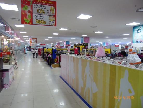 Phan Thiết, Việt Nam: Outside Mall and shops inside.