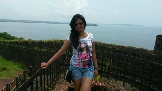 Fort Aguada Lighthouse: me at top of fort aguada