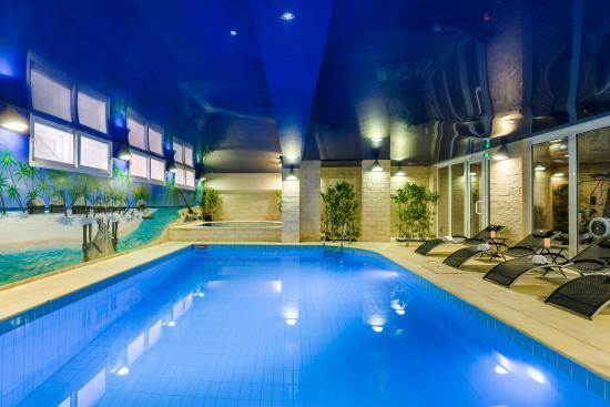 Hotel residence europe clichy voir les tarifs 145 avis et 139 photos - Piscine tubulaire leclerc paris ...