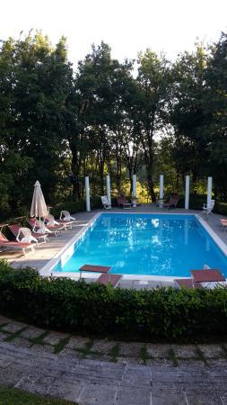 Piscina curatissima - Picture of Park Hotel Fantoni, Tabiano ...