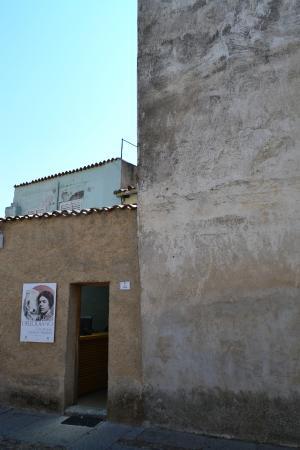 Museo Deleddiano - Casa natale di Grazia Deledda: Вход в дом