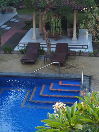 Suriwathi Beach Hotel: Our pool