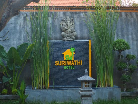 Suriwathi Beach Hotel : Gardens