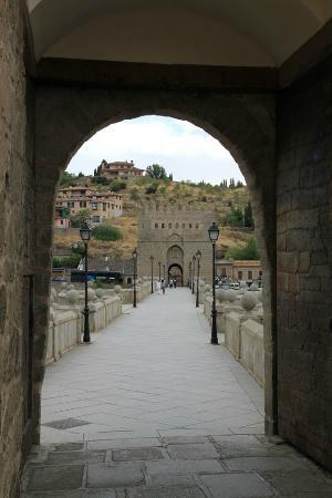 Toledo City Tour: bridge to the Province of Toledo