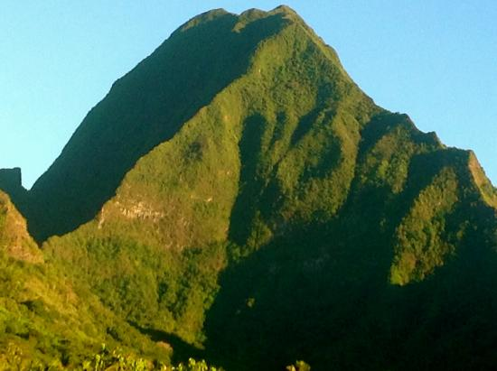 Montagne Tohi'e'a vue de Te Ora Hau
