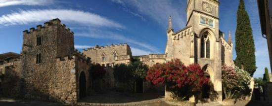 Aigueze, Francia: le village