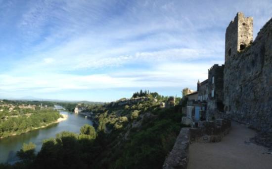 Aigueze, Francia: Vue du village sur l'Ardèche