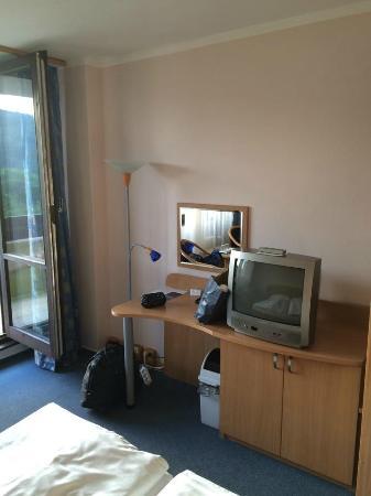 Hotel Harmonie: room (old TV)