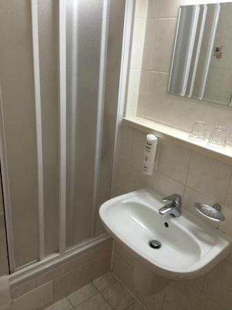 Hotel Harmonie: bathroom