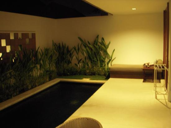 Smart Comfort: Pool at night