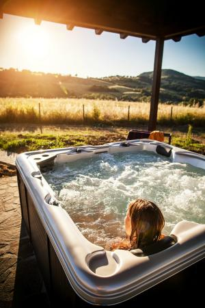 Agriturismo il Cavallino: vasca idromassaggio