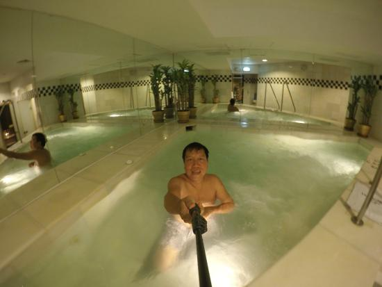 Diamond Hotel Philippines Jacuzzi