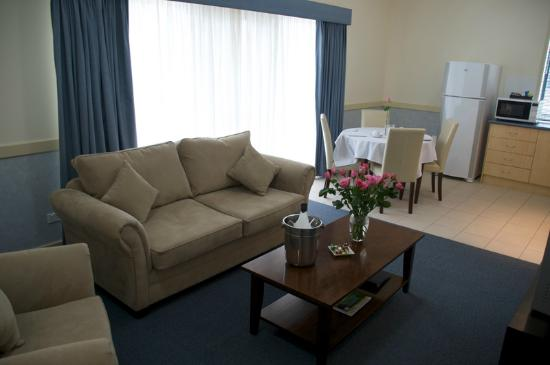 Hawkesbury Race Club Motel: Deluxe Suite