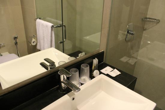 Primebiz Kuta Hotel : Bathroom