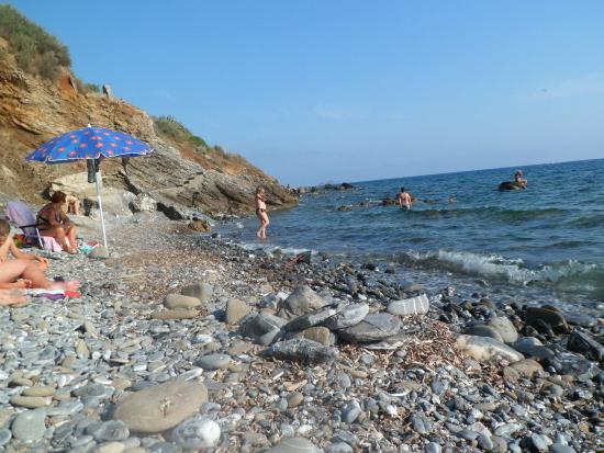 La Sorgente Resort : pláž pod hotelem