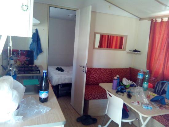 Mobile home - soggiorno con angolo cottura - Picture of Camping ...