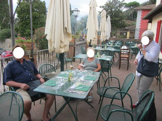 auf der terrasse picture of lo spaccio ristorante fiesole tripadvisor. Black Bedroom Furniture Sets. Home Design Ideas